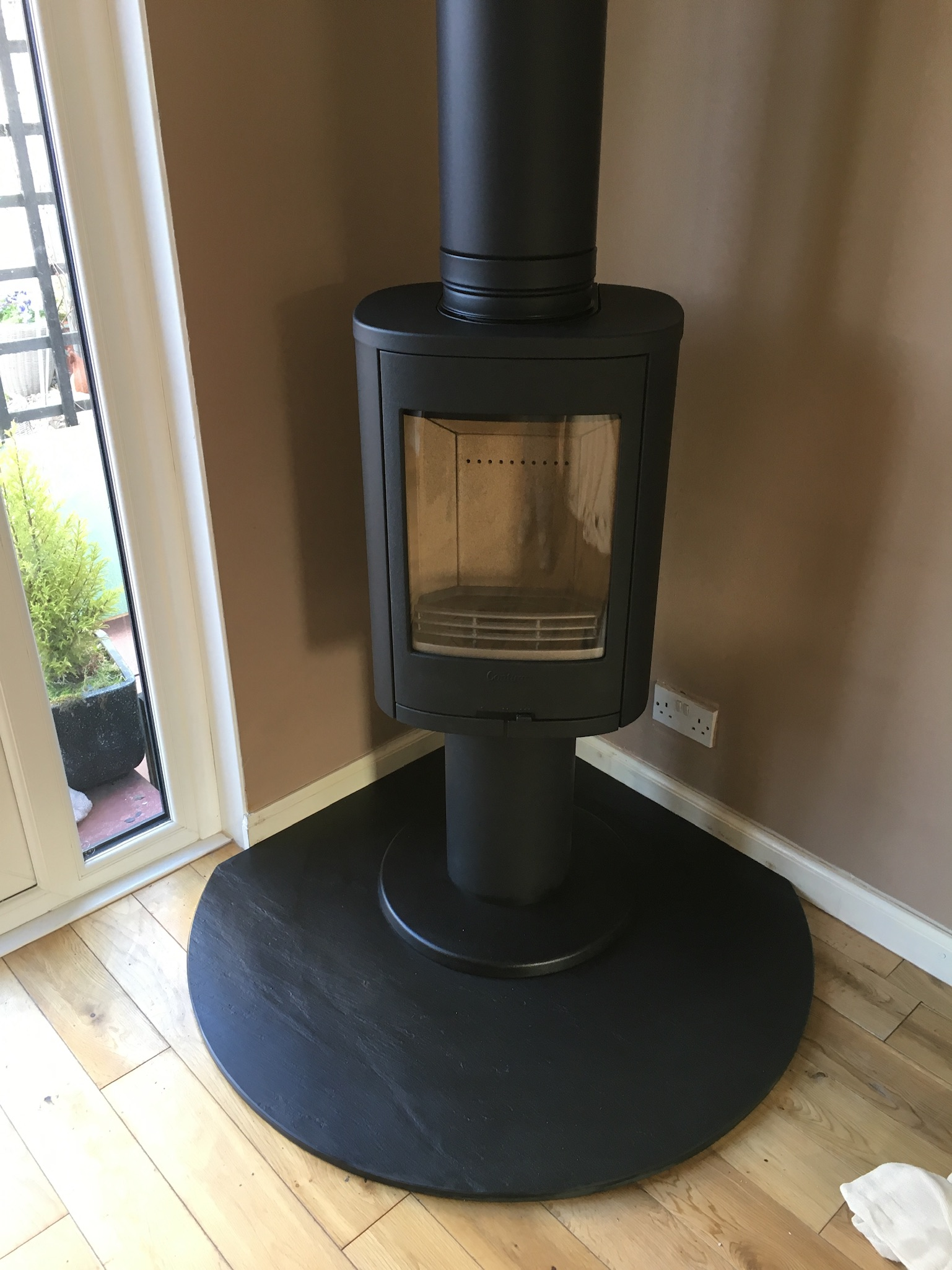 Freestanding stove on slate base