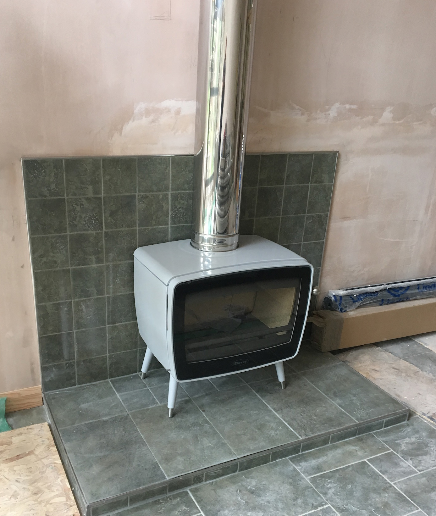 White freestanding stove